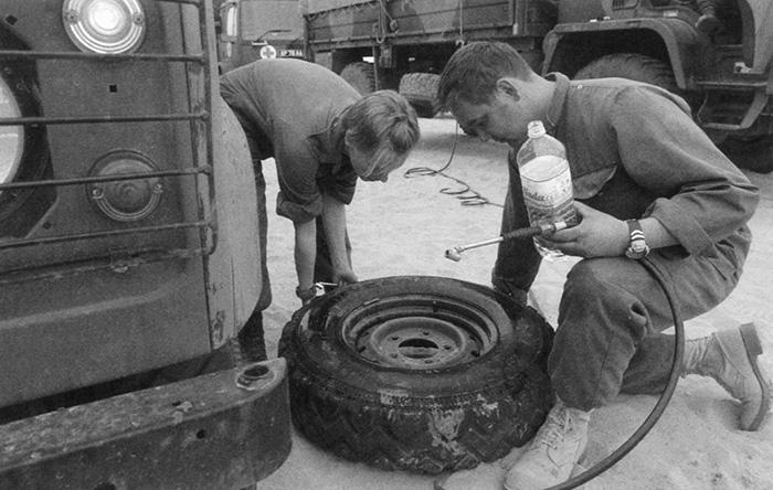 Vehicle mechanics of a Light Aid Detachment in Kuwait